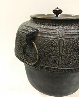 Antique Japanese Iron Tea Ceremony Kettle with Bronze Lid-Signed Ryubundo zo - View of the Handle and Ring