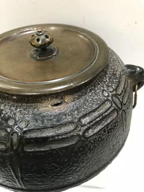 Antique Japanese Iron Tea Ceremony Kettle with Bronze Lid-Signed Ryubundo zo-View of Age Spot