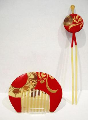 Antique Japanese Red/Gold Lacquered Kushi (Comb) Kanzashi (Hairpin) Set Inlaid with Aogai - Reverse View