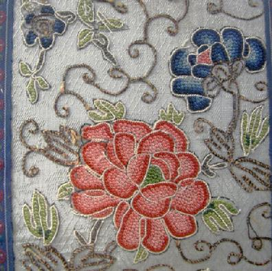 Beautiful Antique Chinese Silk Enbroidered Panel - Qing - Closeup of Flowers