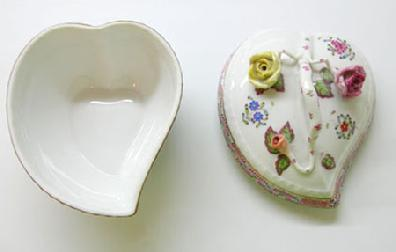 Vintage Hand-Painted Herend China 'Chinese Bouquet' Multicolor Covered Heart Bonbon - Interior View