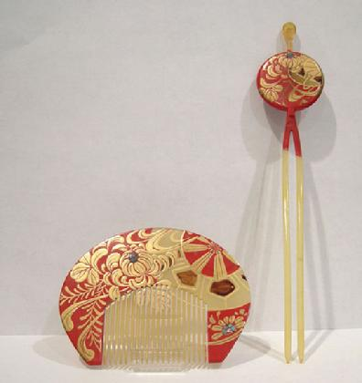 Antique Japanese Red/Gold Lacquered Kushi (Comb) Kanzashi (Hairpin) Set Inlaid with Aogai