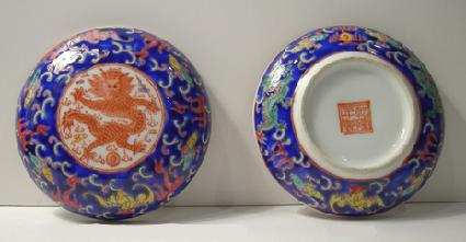 Chinese Porcelain Dragon Box and Cover with Reign Mark